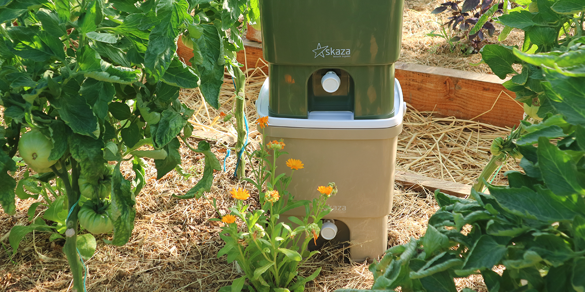 In case you have a garden, we suggest you to have two composters