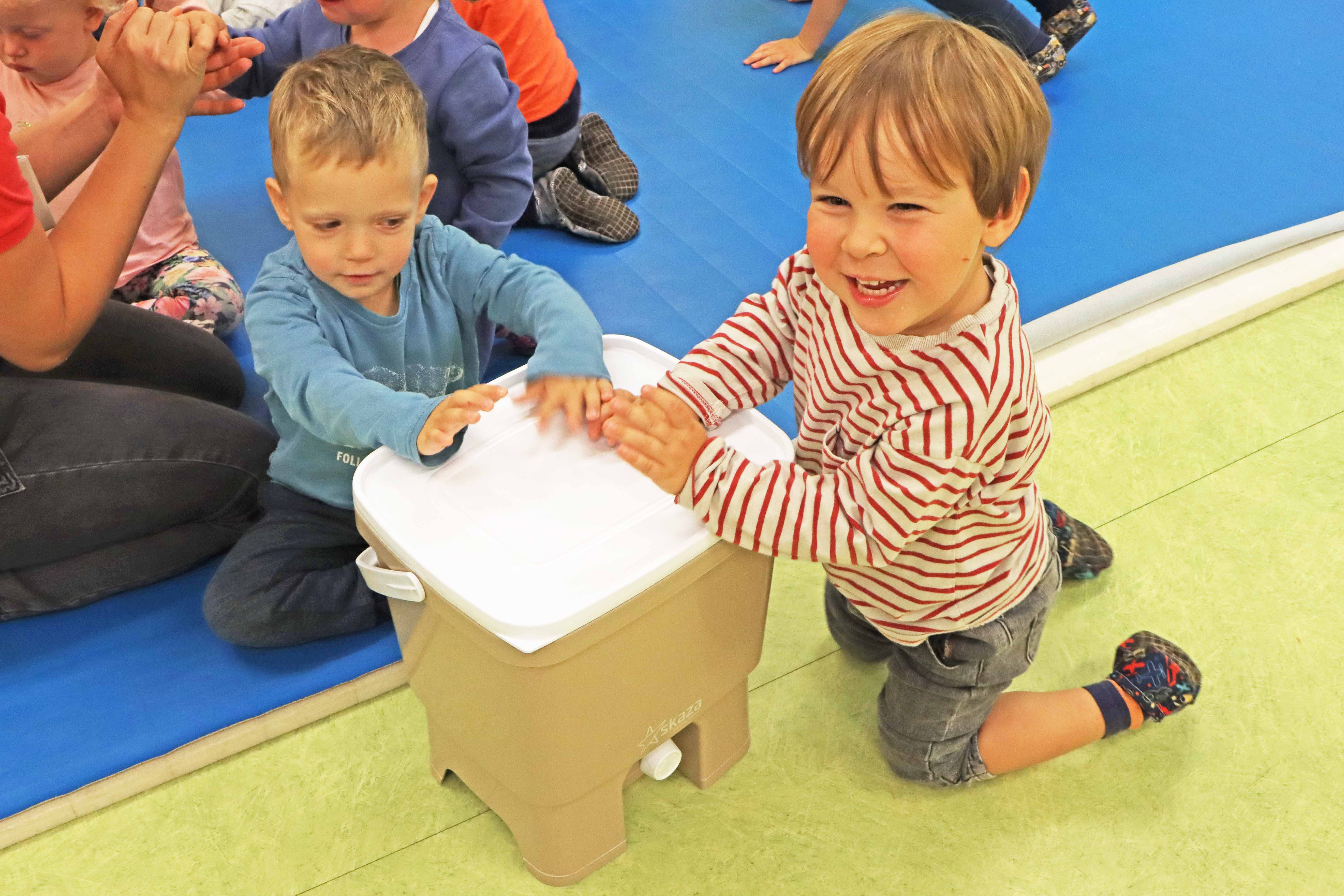 Kids from the kindergarten will collect used toothbrushes, wrom which Skaza will create Bokashi Organko composters