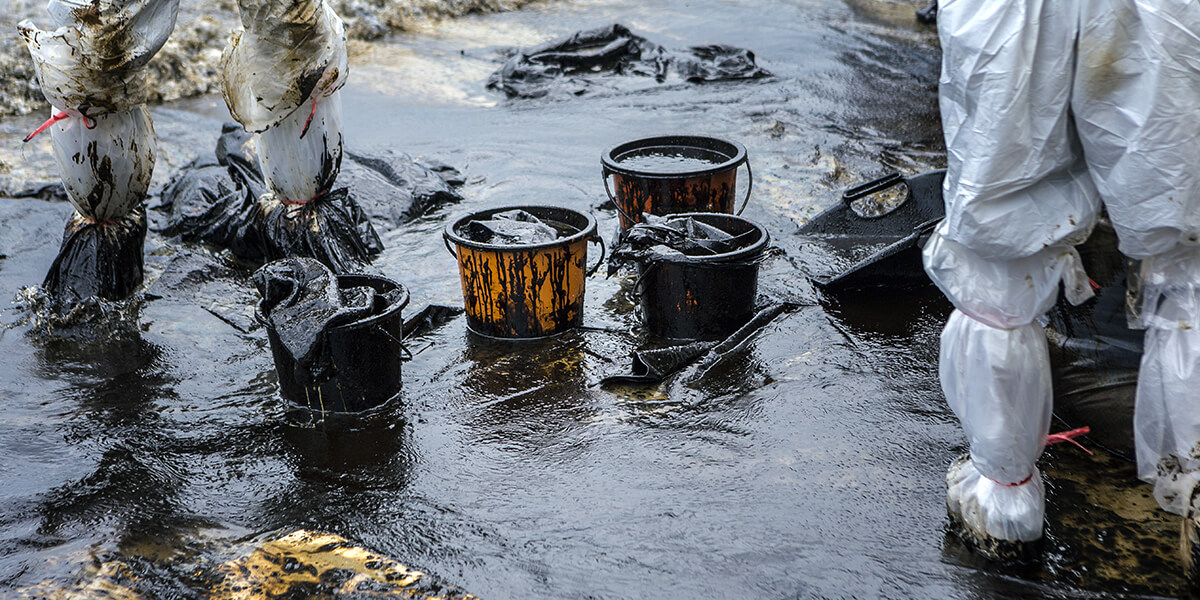 Oil spills are a major problem with ocean pollution